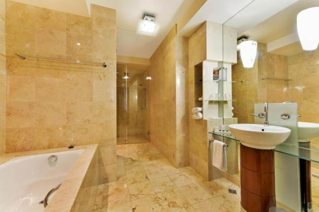 2241284-Peppers-Waymouth-Hotel-Guest-Room-1-RTS-1