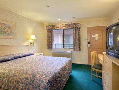2631759-Howard-Johnson-San-Francisco-Marina-District-Guest-Room-2-DEF