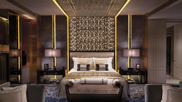 The-Ritz-Carlton-Suite-bed